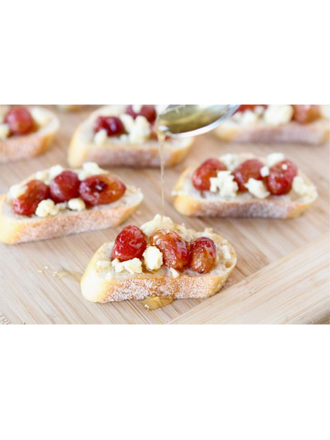 roasted-grapes-blue-cheese-crostini-480
